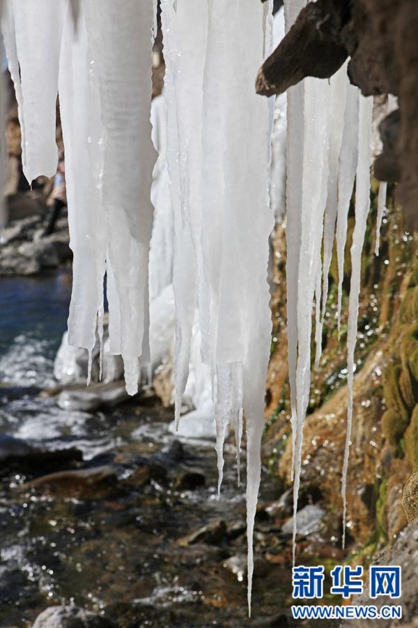 七彩冰瀑,岗什卡雪峰下的一片艳丽
