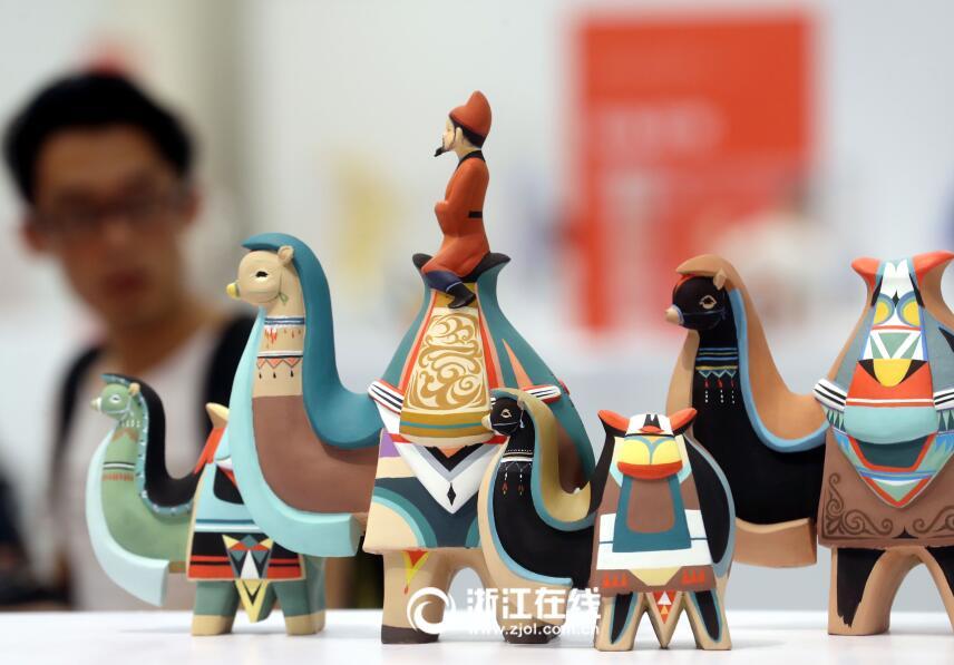 这才是玩泥巴的正确方式 泥人张第四代张锠雕塑展杭州开展