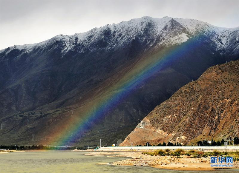 拉萨河畔现彩虹
