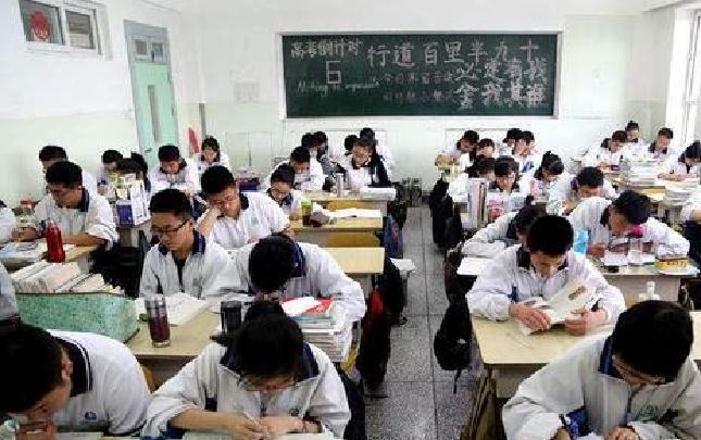 郑州百余名医护人员为高考学子保驾护航