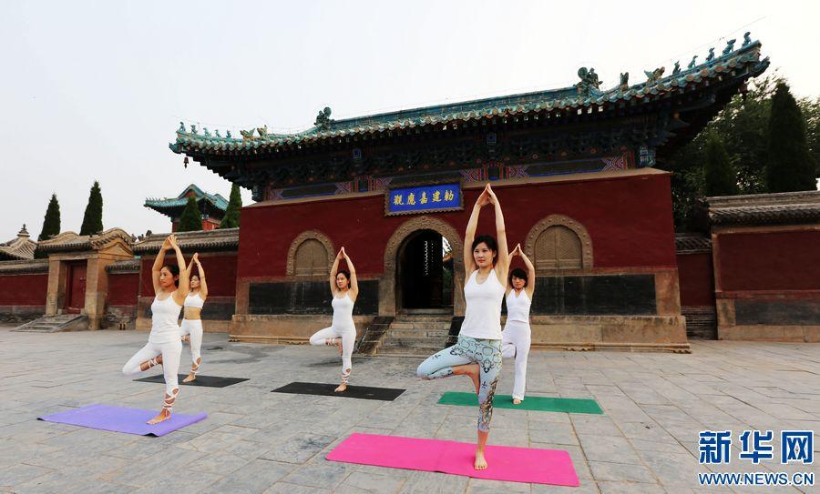 国际瑜伽日 瑜伽秀起来