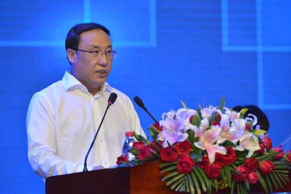河北省旅游发展委员会主任那书晨主持大会