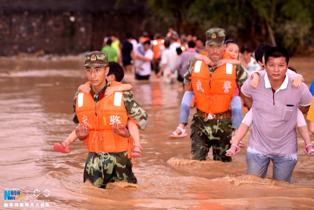 新华网航拍广西环江暴雨灾害救援现场