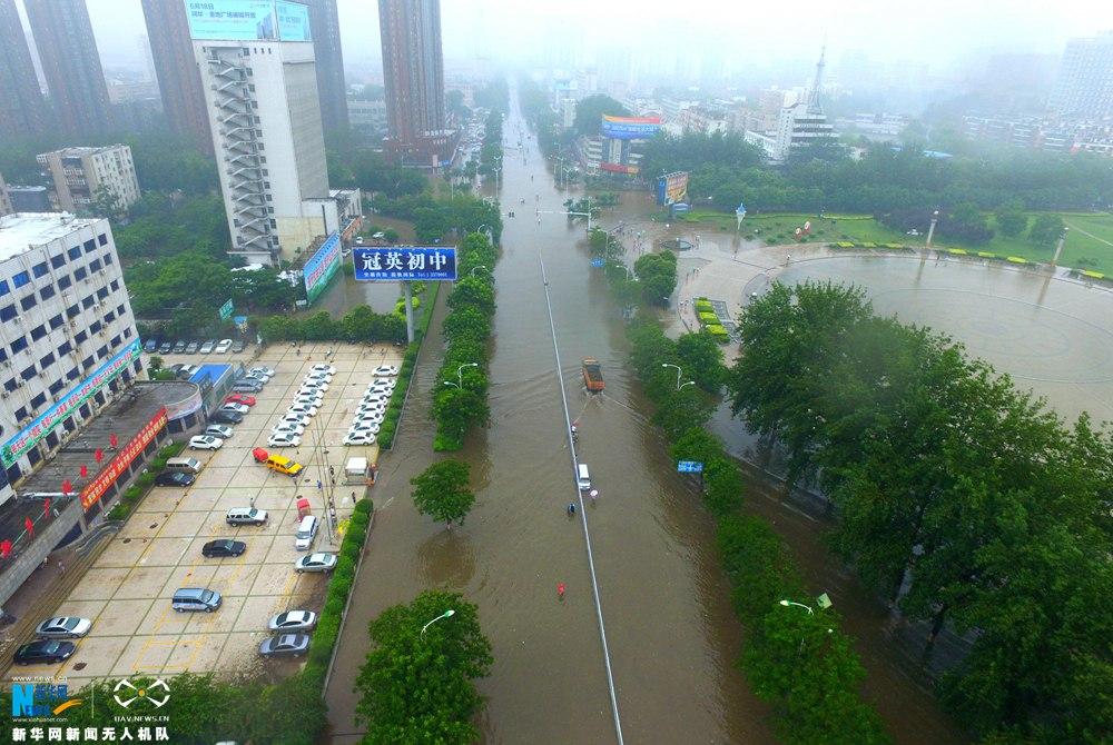新华网航拍:河南新乡特大暴雨影响京广交通线