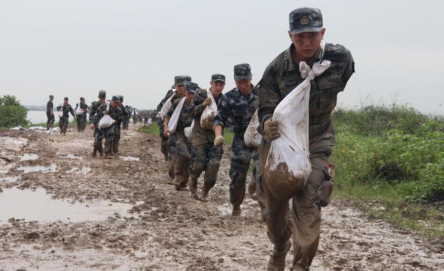 """空军""""救灾突击队"""",冲锋在人民最需要的地方"""