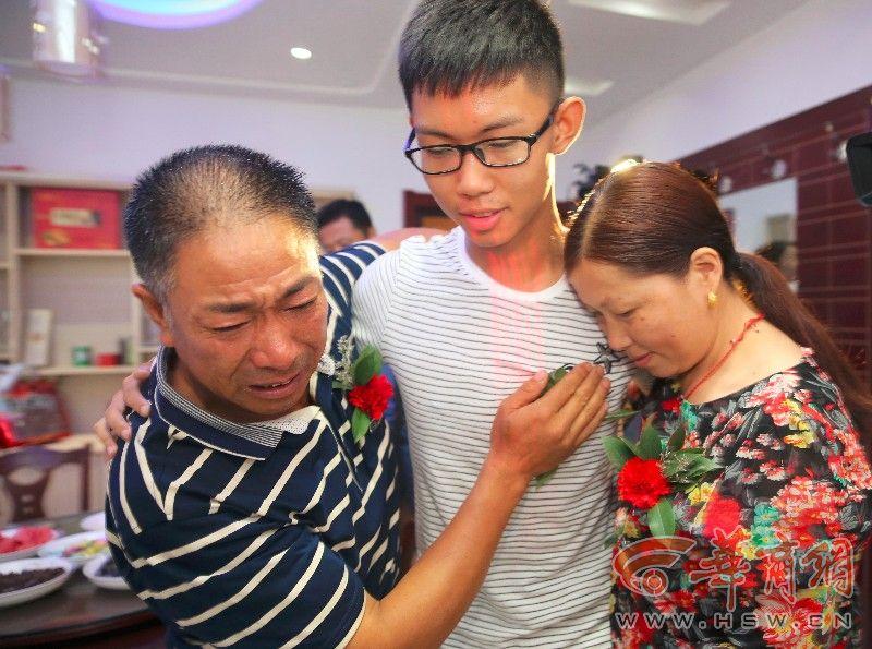 男孩被拐17年回家 怕影响高考父母苦熬一年才认亲