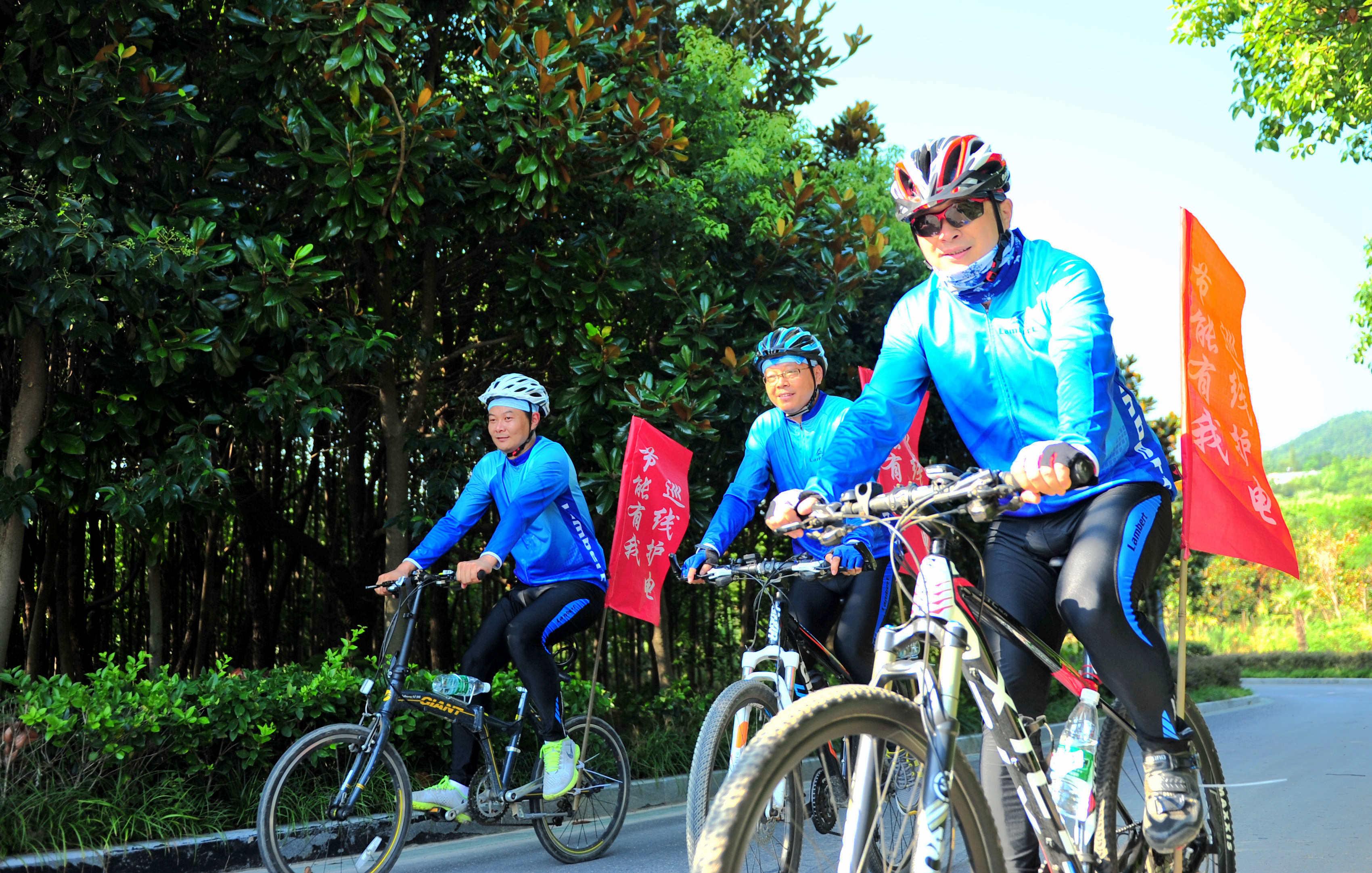 安徽庐江:高温骑行倡节能