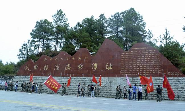 月22日,桂林师范高等专科学校师生参观光华铺阻击战旧址.(张旭