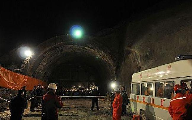 云南大临铁路隧道事故现场发现第5名被困者 1人仍下落不明