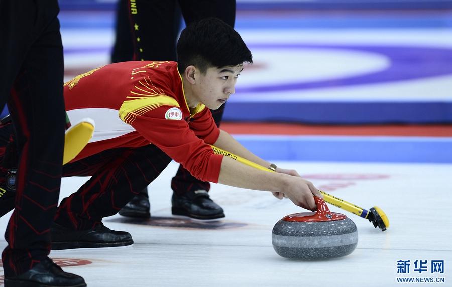 冰壶——中国青海国际冰壶邀请赛:中国不敌瑞士