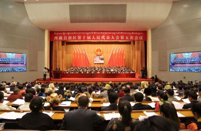西藏自治区十届人大五次会议审议政府工作报告