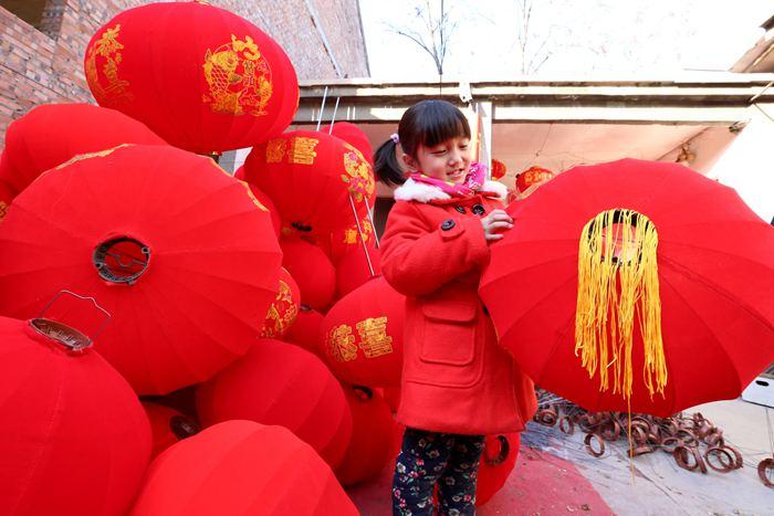 河南温县:春节近 灯笼俏