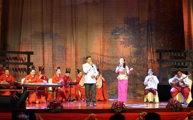 """柬埔寨举办2017""""欢乐春节""""文艺演出"""