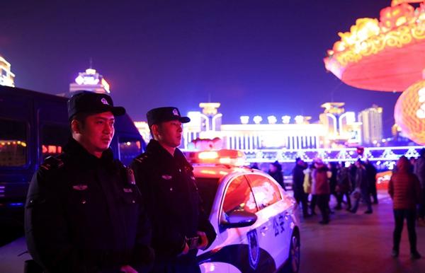 情暖春节影赛同行丨青海微男生《春节警事警察包表情的搞笑图片