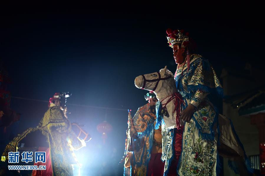 安徽:傩戏表演迎客来