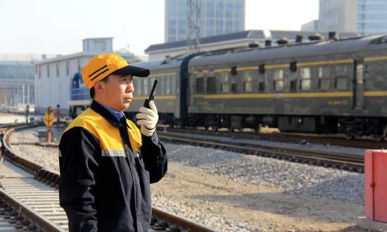 【图片故事】在青藏铁路上与时间赛跑的人