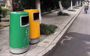 南昌分类垃圾箱成摆设 市民不知咋分类
