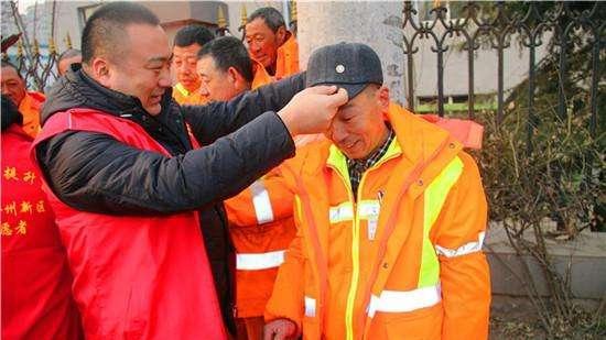 大连:金普新区10万志愿者上街服务共献爱心