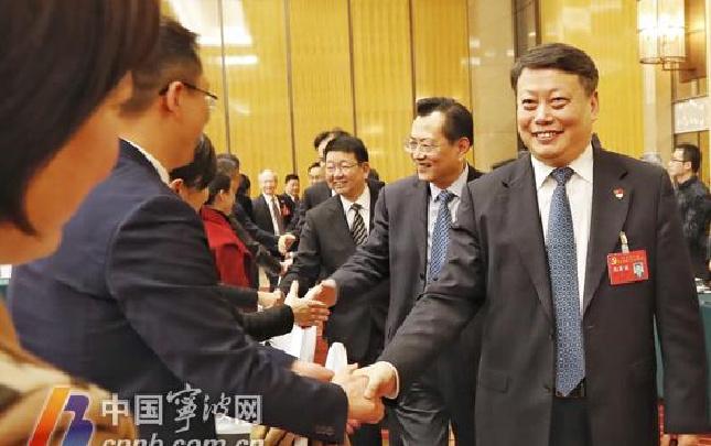 唐一军率十二届市委常委集体看望党代会代表