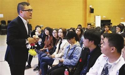 上海迪士尼工作人员来津预订2018届毕业生