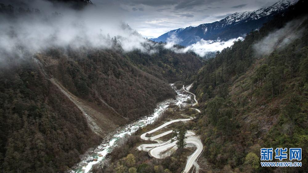 鸟瞰西藏墨脱公路
