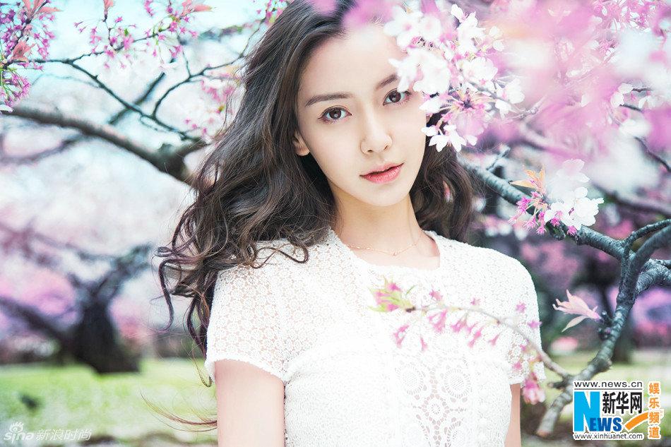 又到樱花季 Angelababy教你打开最佳拍照姿势指南