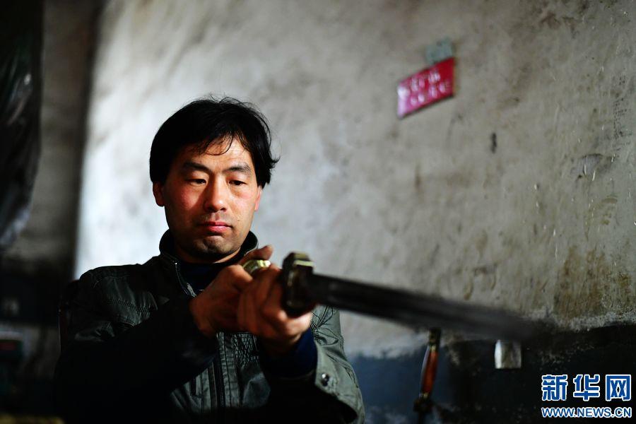 河南西平棠溪宝剑:千锤百炼传承铸剑技艺