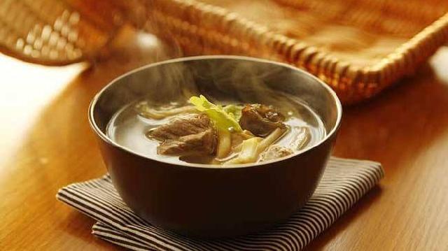 乳汁分泌不足 试试黄花菜煲汤