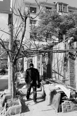 私搭乱建垃圾遍地 石家庄桥西区铁路34宿舍乱象多
