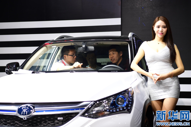 当日,2017第九届西安五一车展在西安开幕,车展分设曲江国际会展图片