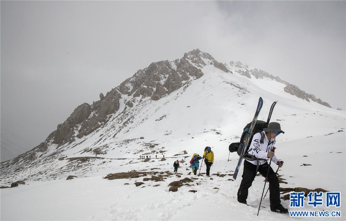 登山——世界最高海拔国际滑雪登山挑战赛于青海开幕