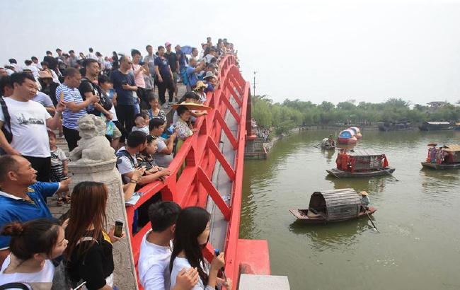 河南开封:炎炎夏日旅游火