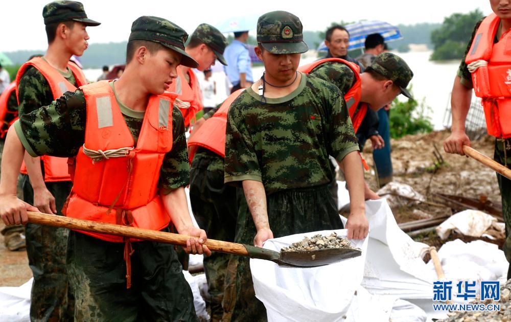 新华网航拍:安徽怀宁县防汛救灾一线