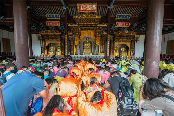 300名小学生走进通海文庙 祭拜孔子感受儒家文化