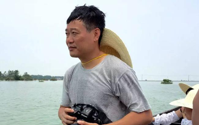 """""""我们在前方!""""新华社记者抗洪抢险一线经历"""