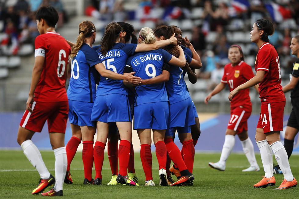 女足热身赛:中国队不敌法国队