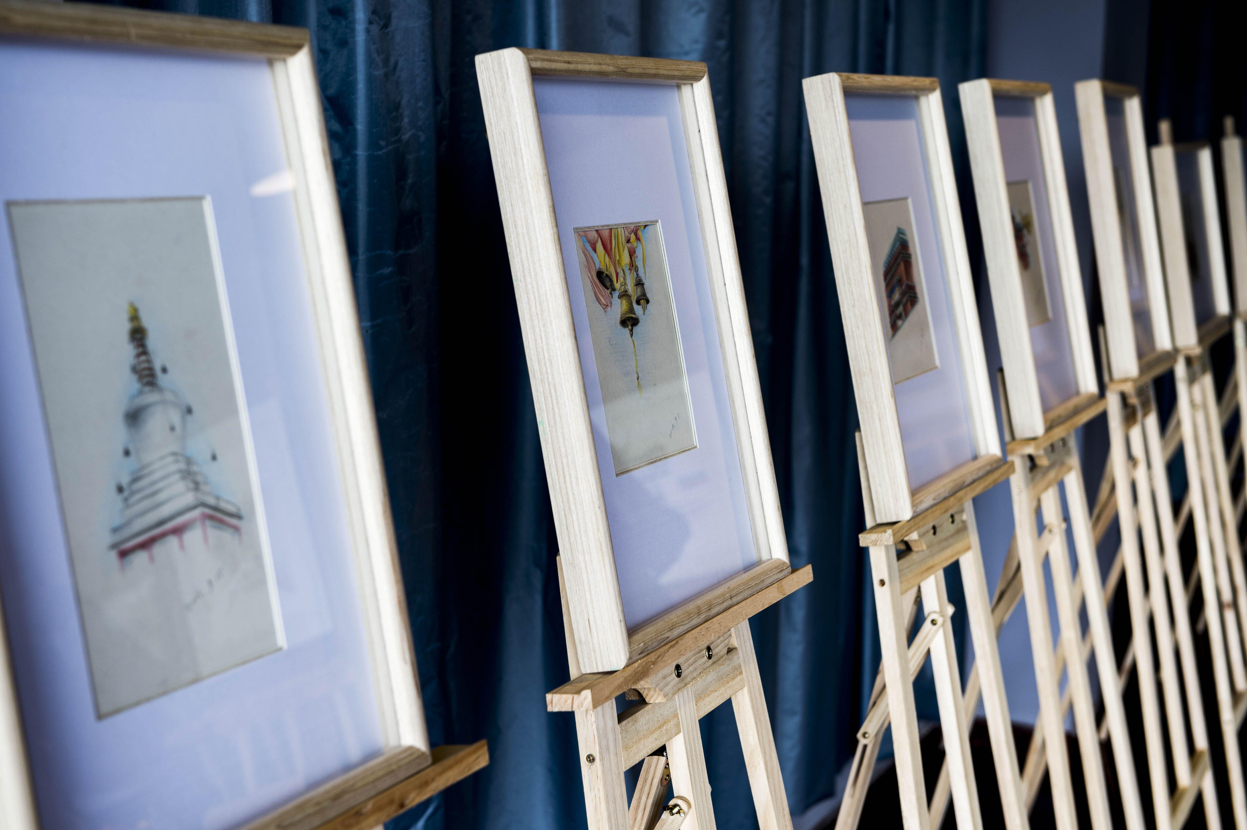 仲格吉手绘明信片原稿画展在拉萨举行