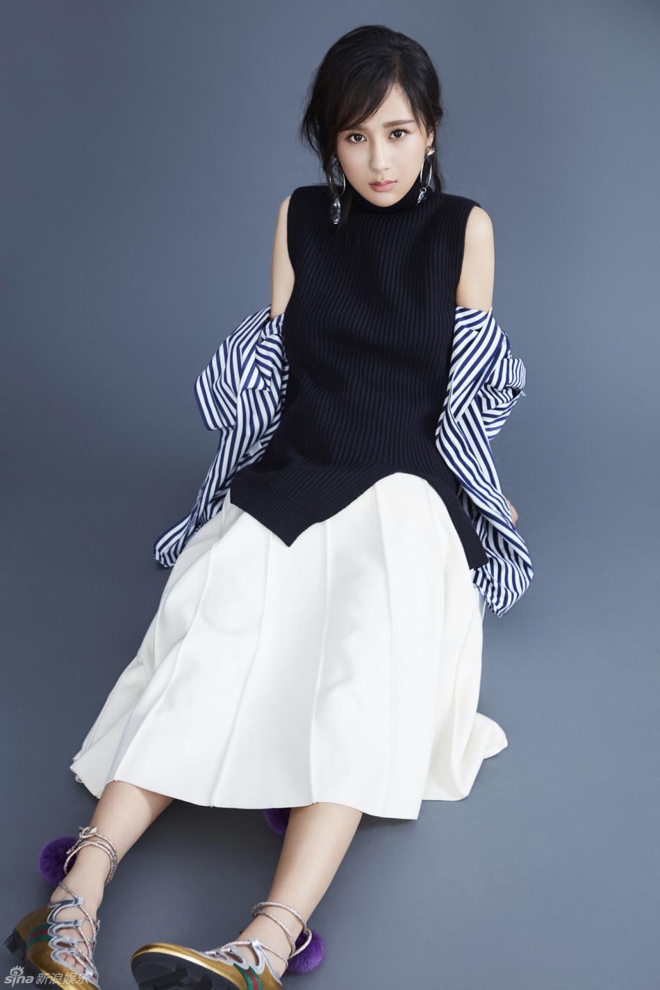 一改往日戏剧里的风格,该组大片中的杨紫在可爱的少女