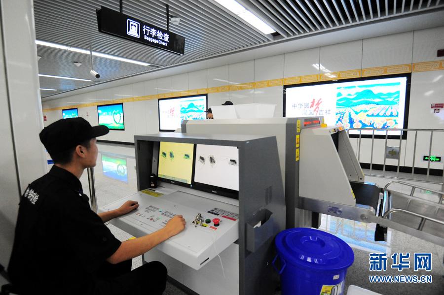 郑州 地铁/郑州地铁2号线黄河路站的安检设备