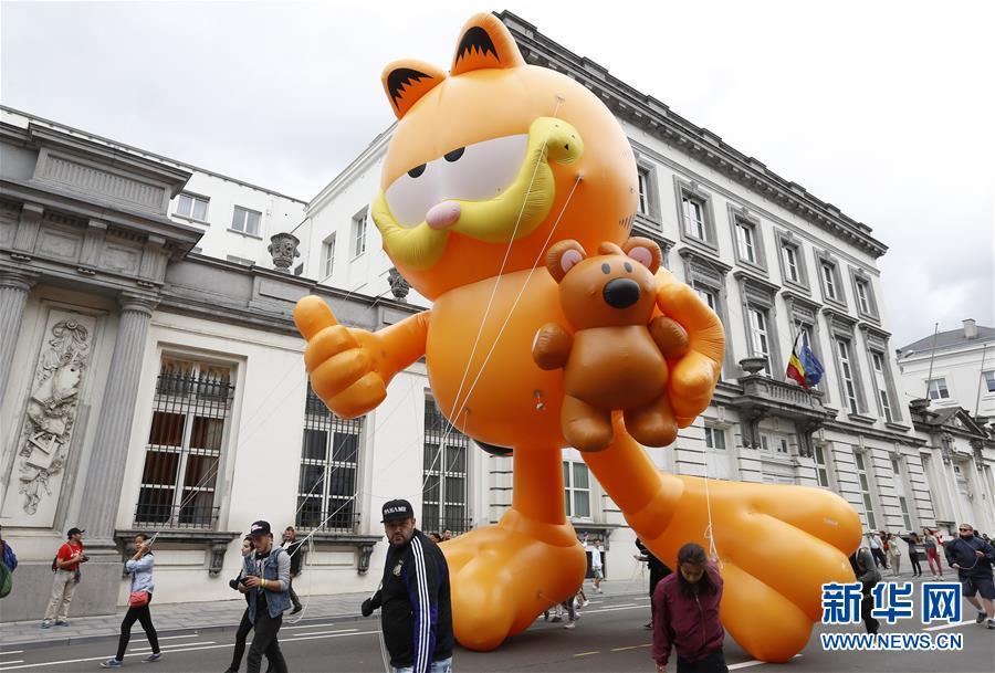 布鲁塞尔举行卡通气球巡游