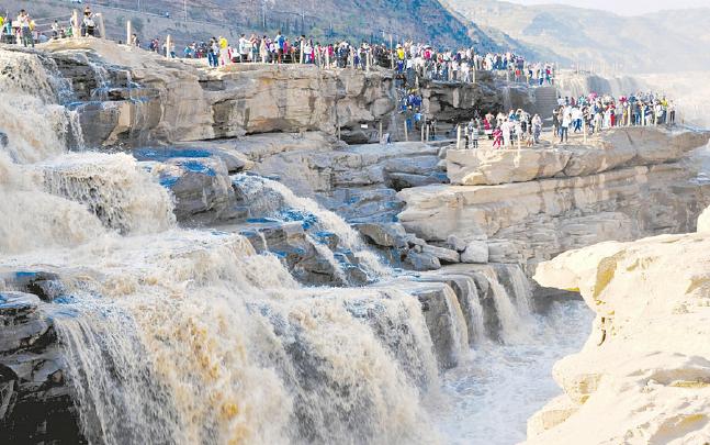 吉县黄河壶口瀑布景区吸引众多游客