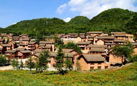 贵州水城野玉海景区建起千户彝寨