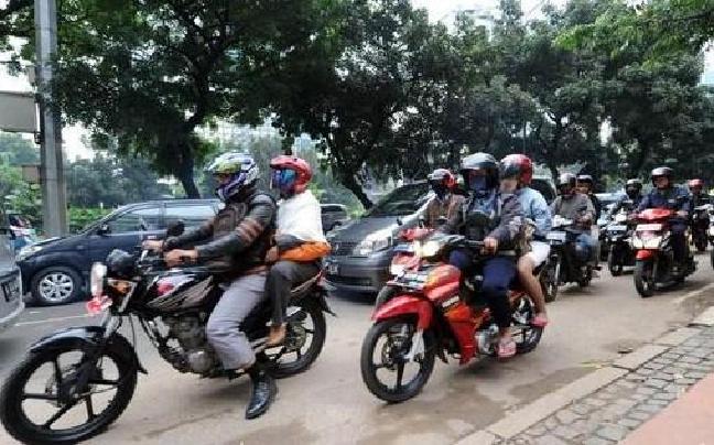 通讯:印尼残疾人摩托车的士带来的改变