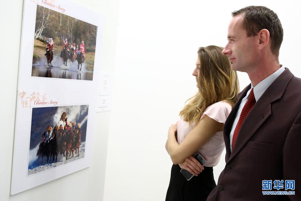 """""""中国故事·中国西藏""""图片展在斯洛伐克举行"""