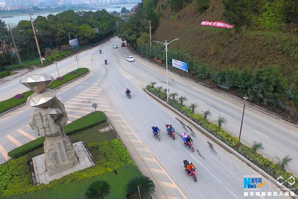 新华网航拍:铁骑大军的千里返乡路
