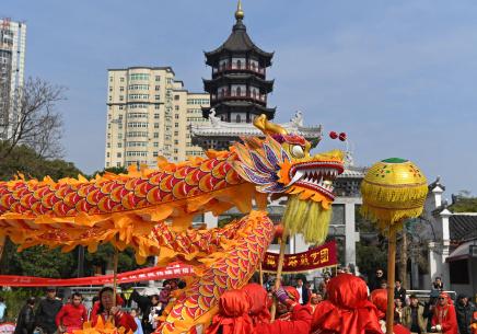 """南昌:龙狮起舞欢庆""""龙抬头"""""""