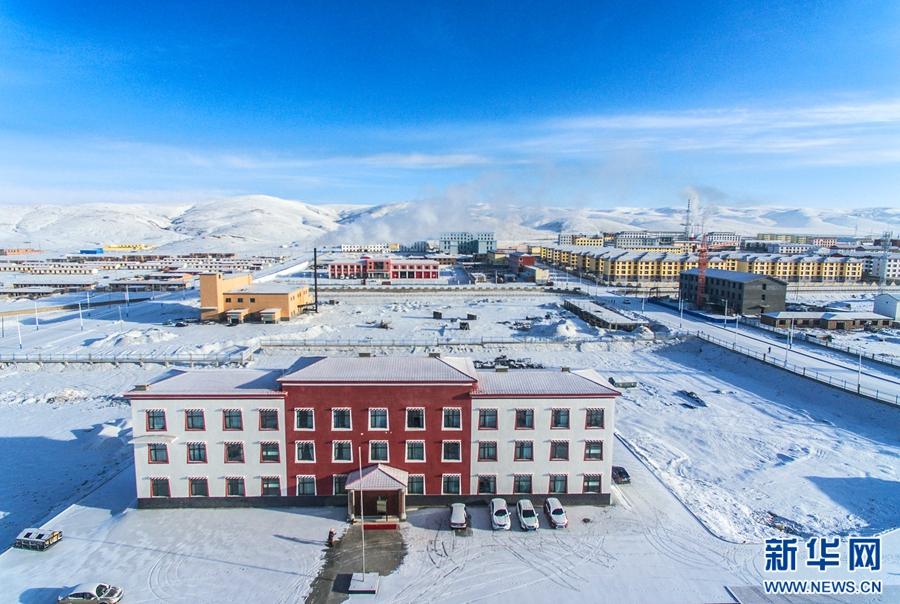 航拍:青海玛多县初春雪景积雪不融如童话世界