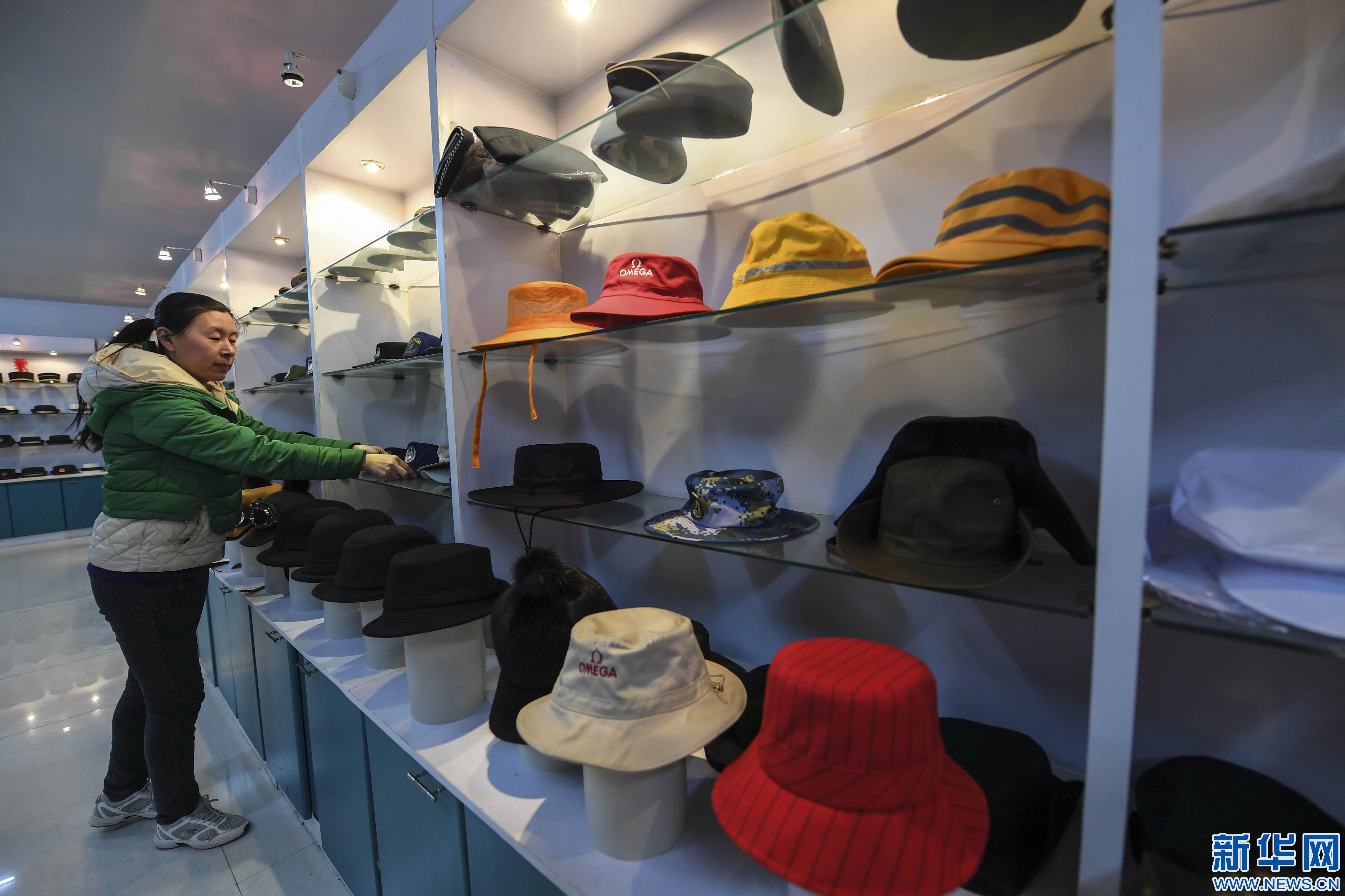 河北冀州:巧手制帽 远销海外