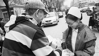 医护人员进社区倡导健康饮食