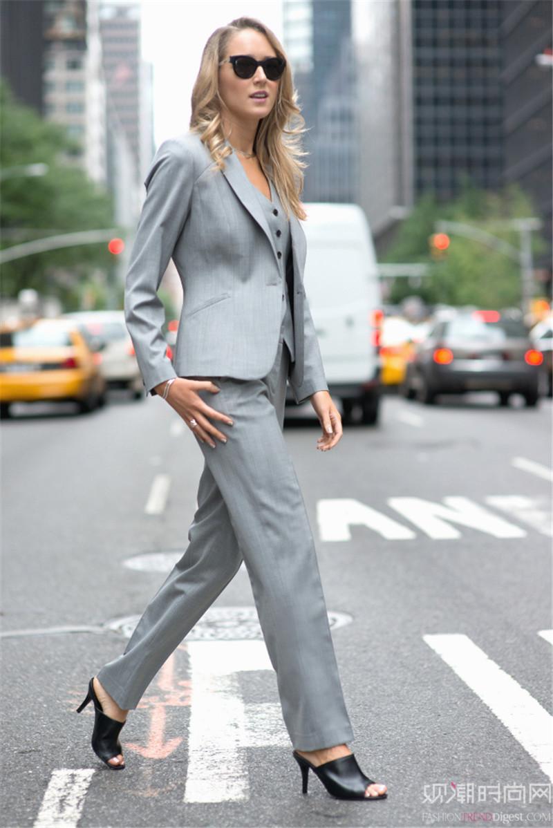 搭_穿西装也能优雅迷人 时髦的穿搭秀请看这里